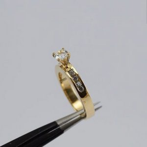 Oro amarillo diamante - 18K